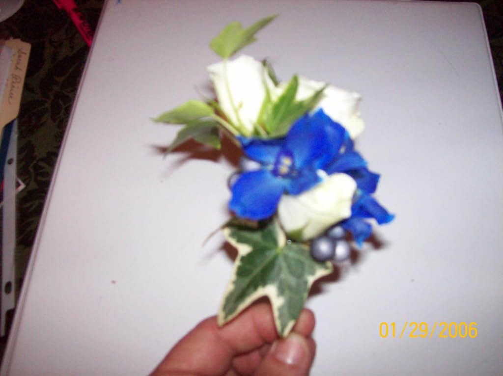 WHITE ROSE & BLUE BOUITINEER