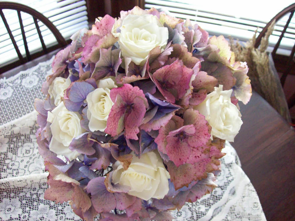 PURPLE & WHITE ROSE BOUQUET