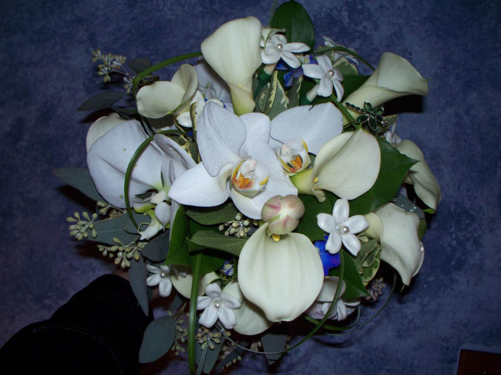 1261 WHITE ORCHID,CALA & STEPHNOTIS BOUQUET