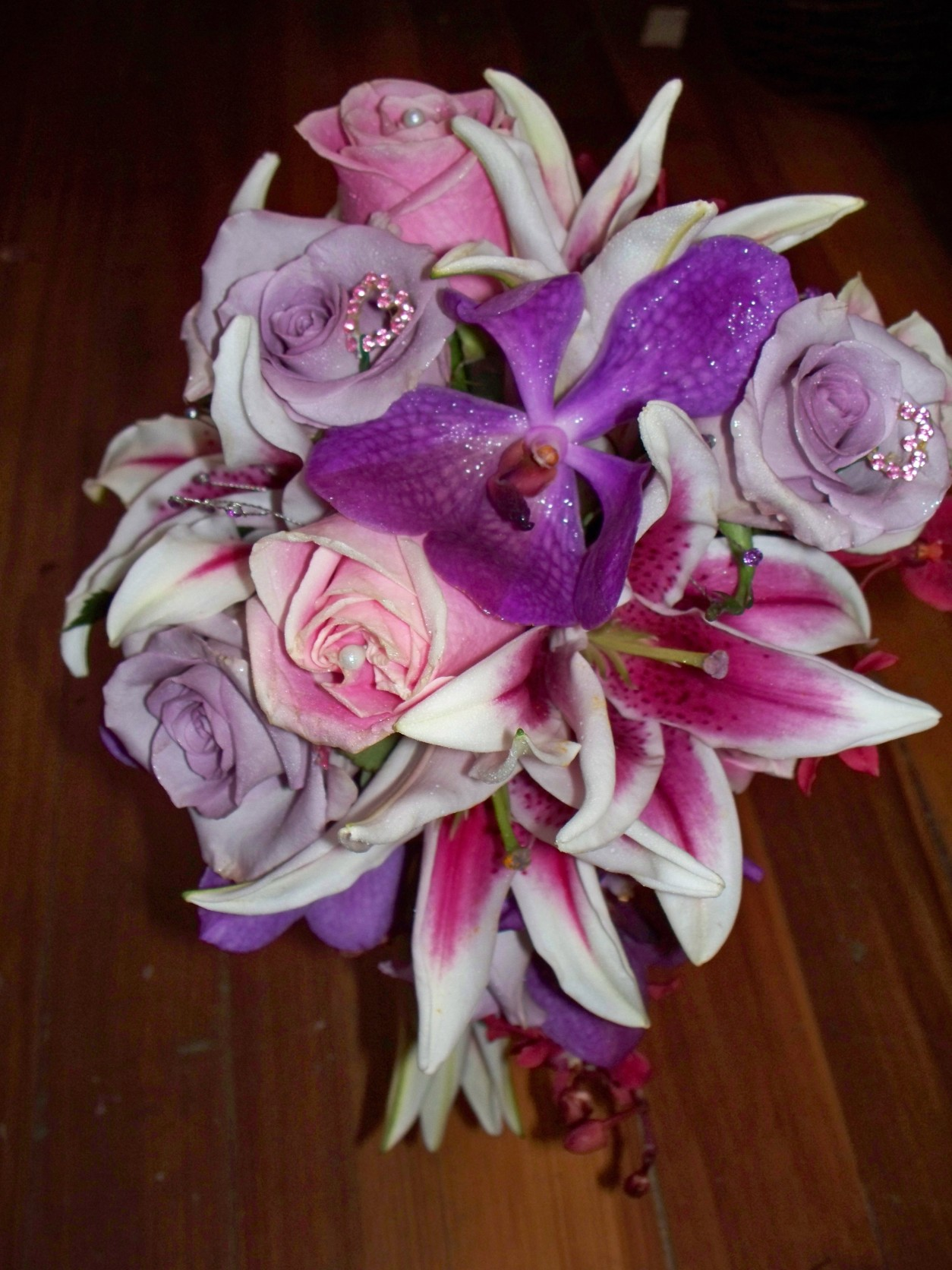 94 PURPLE ORCHID & LAVENDER,PINK ROSES