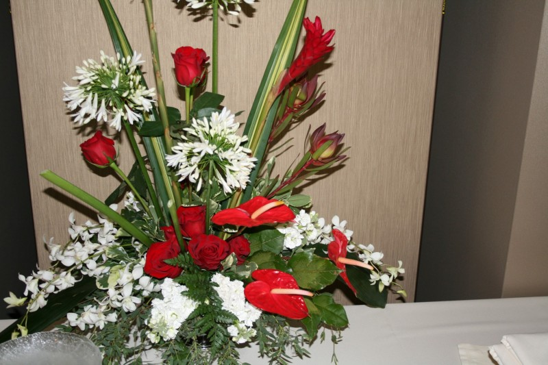 RED & WHITE EXOTIC CENTER PIECE