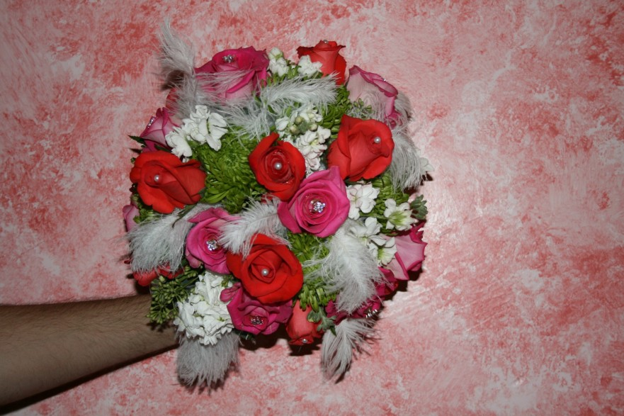 951 FEATHER BOUQUET W/TANGERINE/PINK ROSES