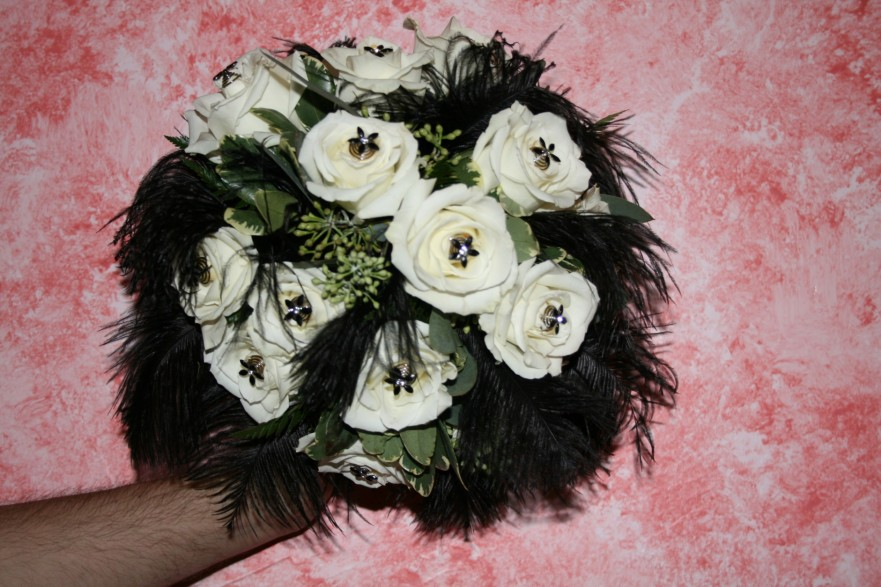 949 BLACK FEATHERS & WHITE ROSES