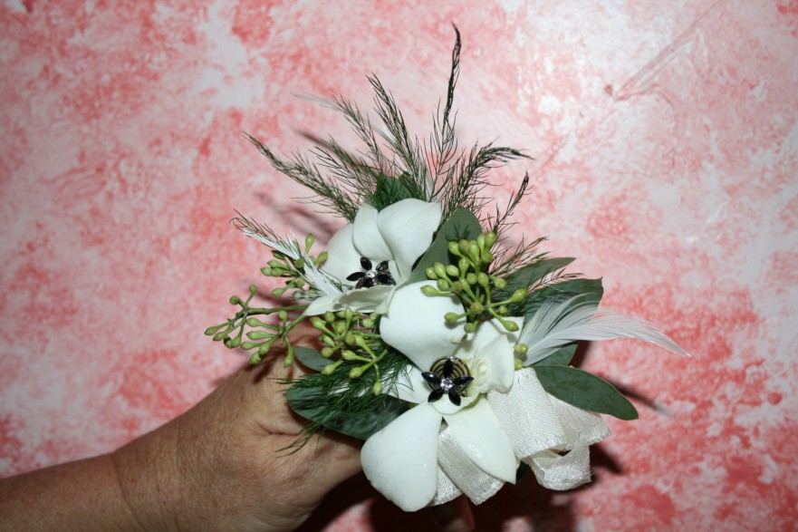 940 WHITE FEATHER CORSAGE W/BLING