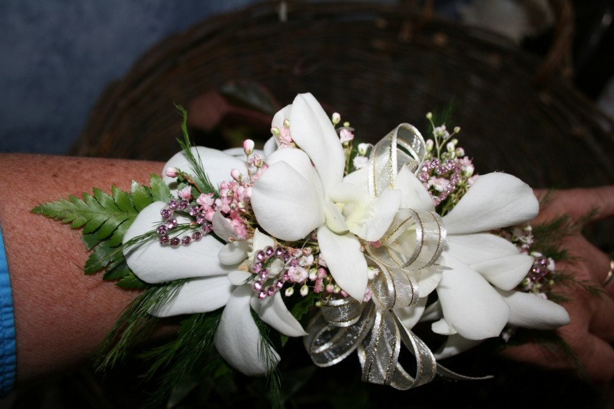 934 WHITE ORCHID CORSAGE PINK BLING