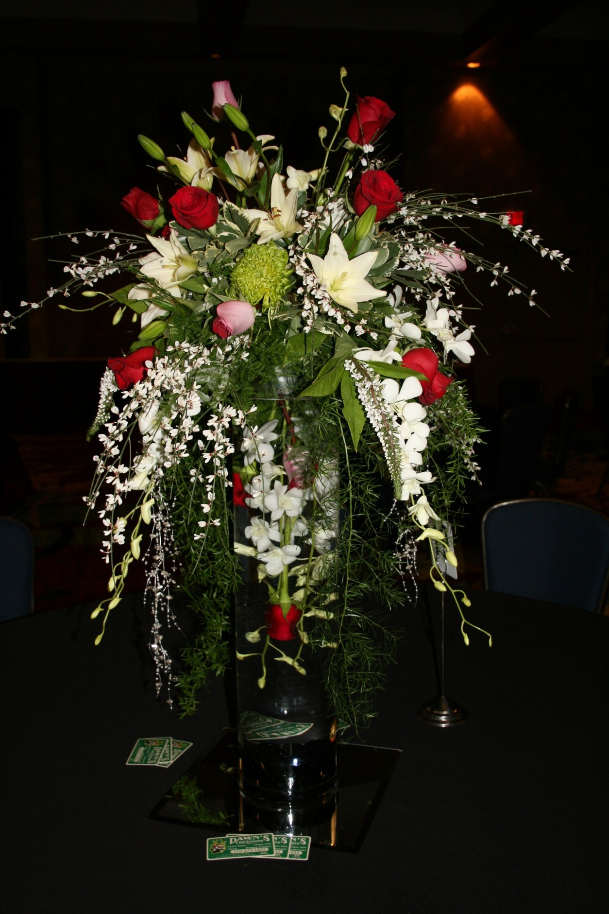 1677 UPSIDE DOWN ARRANGEMENT RED / WHITE WITH LIGHTS