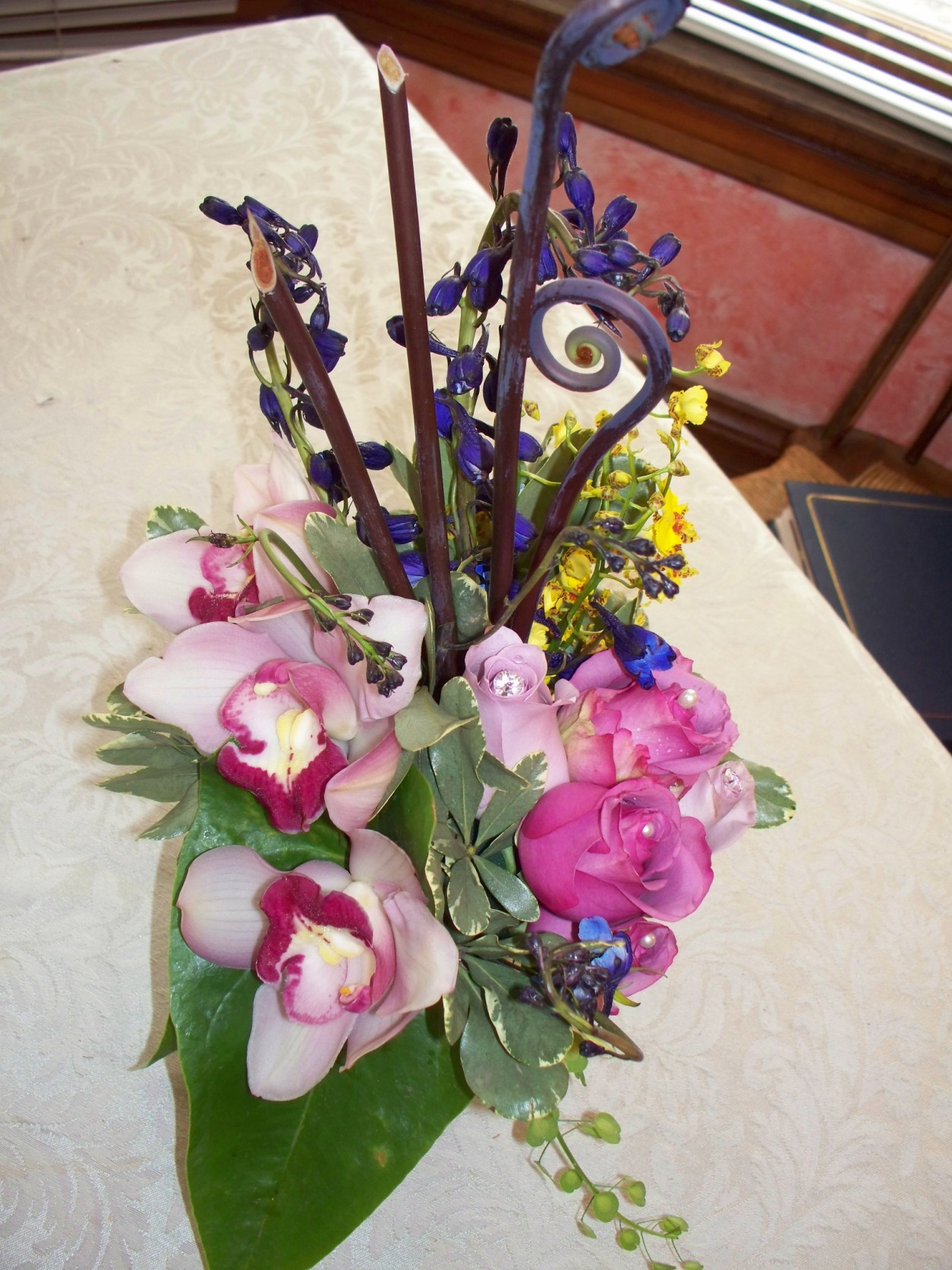1665 EXOTIC ORCHID & PURPLE, LAVENDER ROSE TABLE ARRANGEMENT