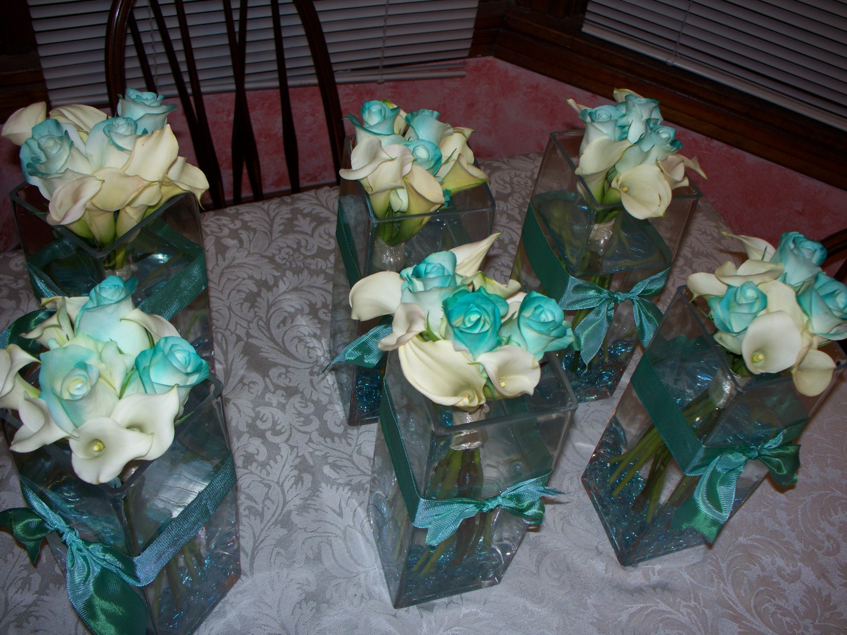 WHITE CALA ,ROSES TIPPED W/ AQUA COLOR