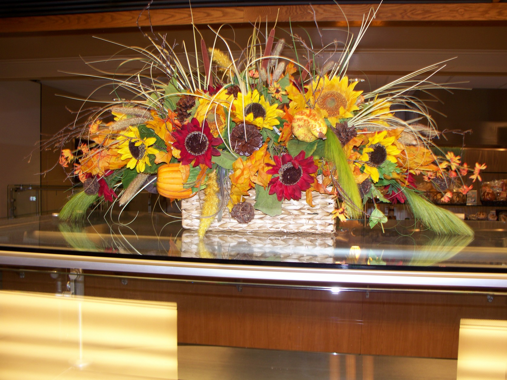 1661 DRIED CENTER PIECE FOR FALL
