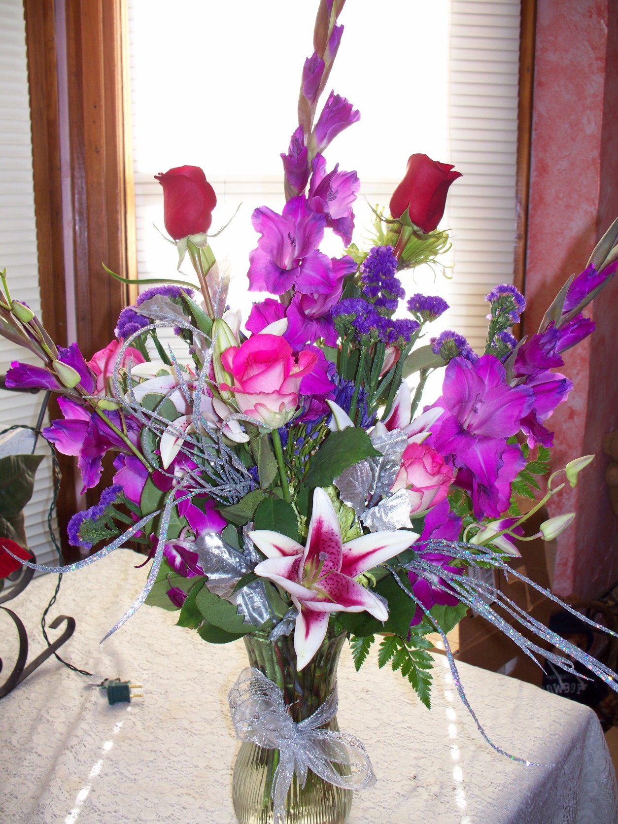 1659 PURPLE & PINK FLOWERS WITH A TOUCH OF SILVER