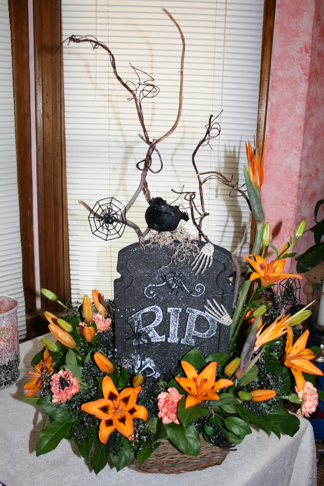 1653 HALLOWEEN FLOWER ARRANGEMENT