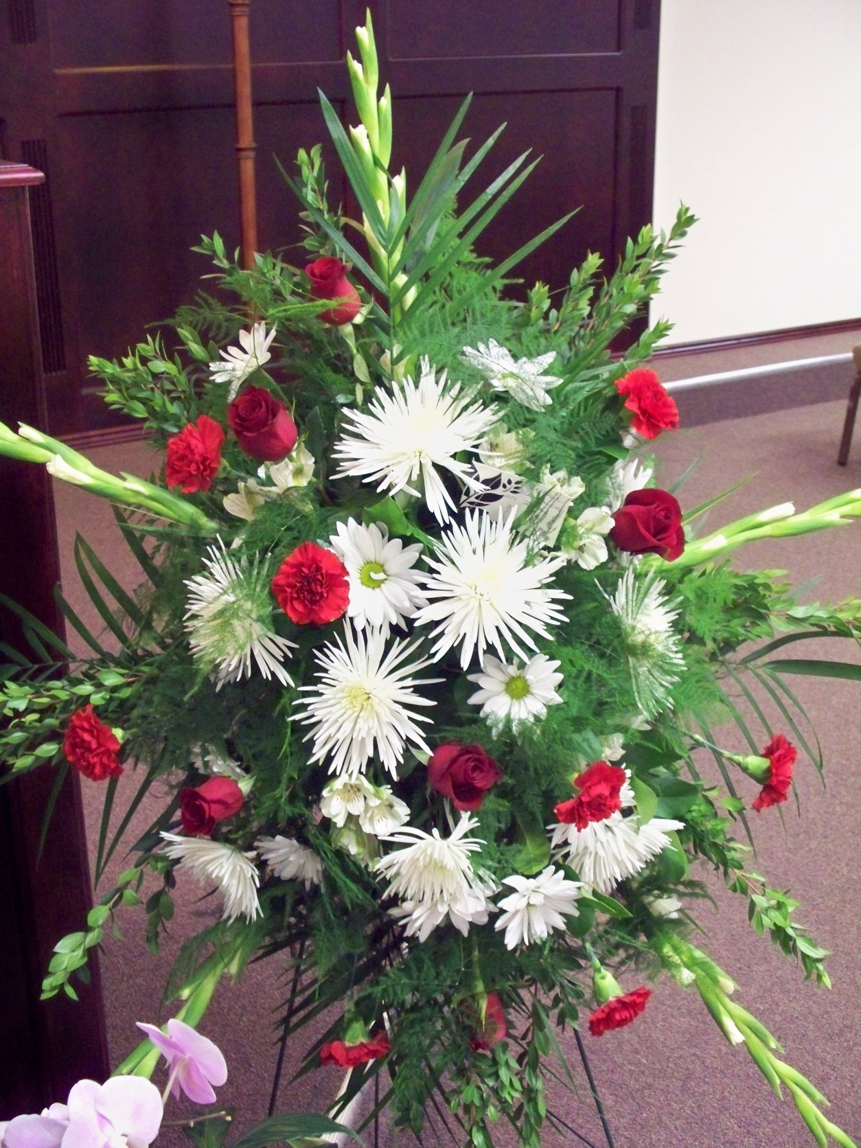 RED & WHITE STANDING FUNERAL SPRAY