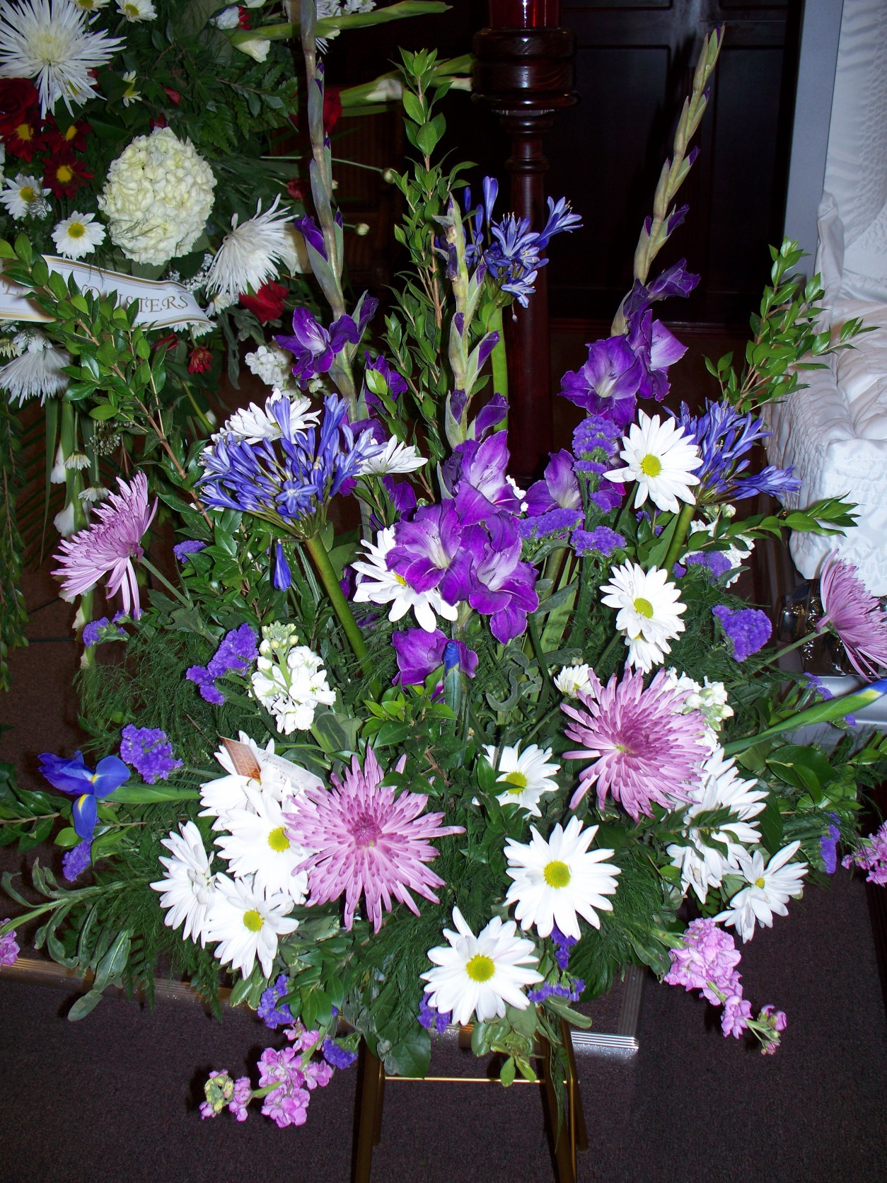 LAVENDER,PURPLE &#038; WHITE PEDISTOOL ARRANGEMENT