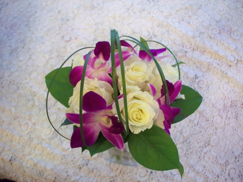 861 BRIDESMAID BOUQUET PURPLE/WHITE