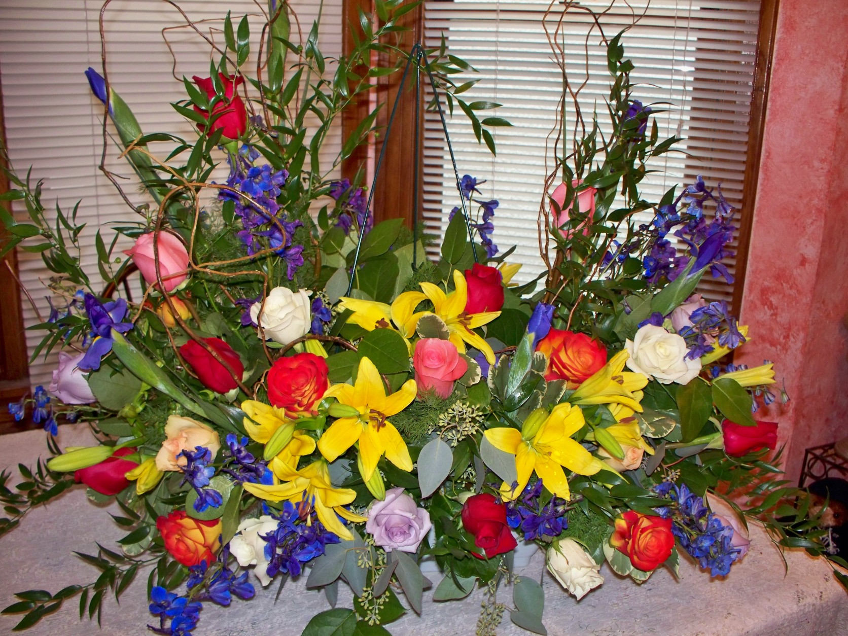 1622 MEMORIAL FLOWERS TO HOLD BELOVED PICTURE