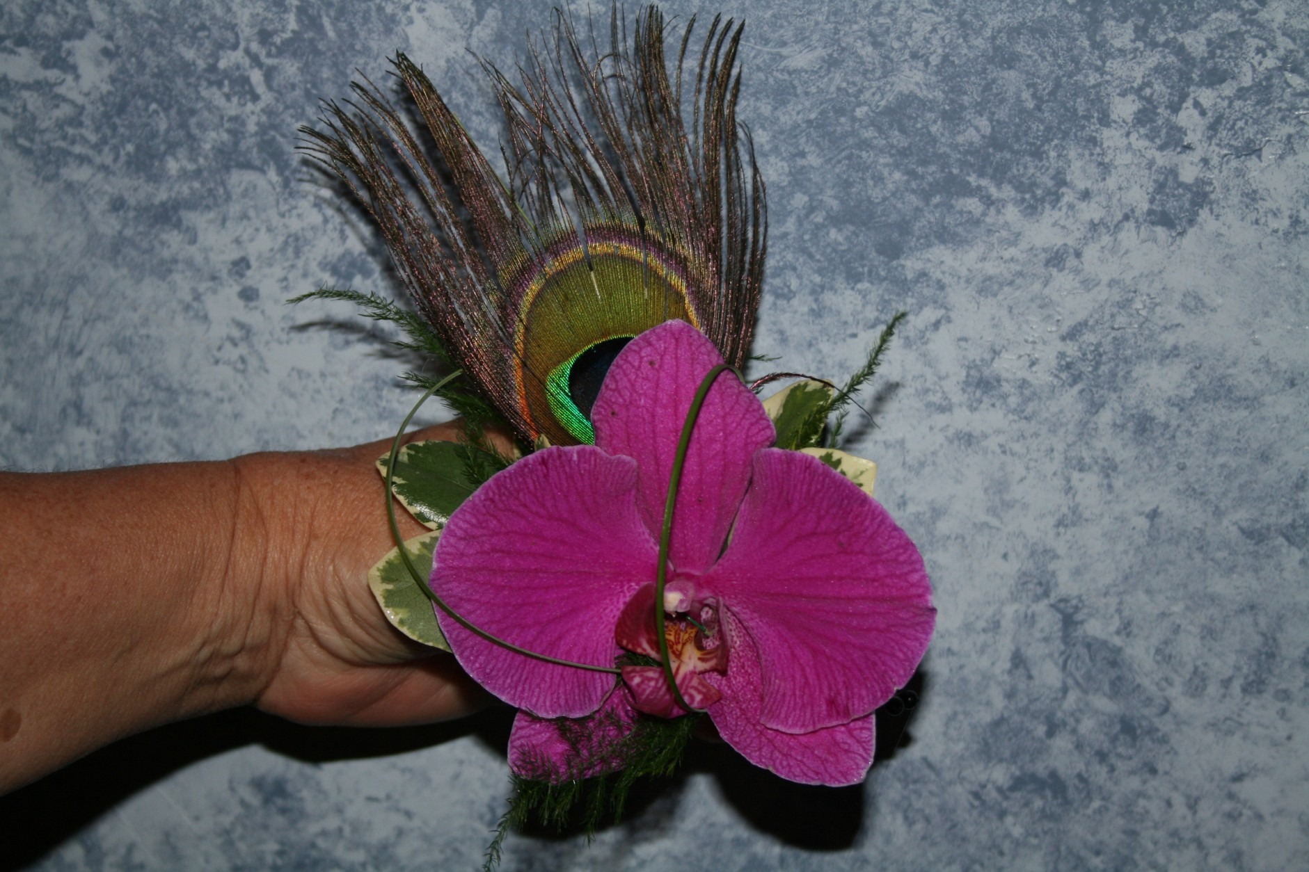 ORCHID COMB WITH PEACOCK FEATHER
