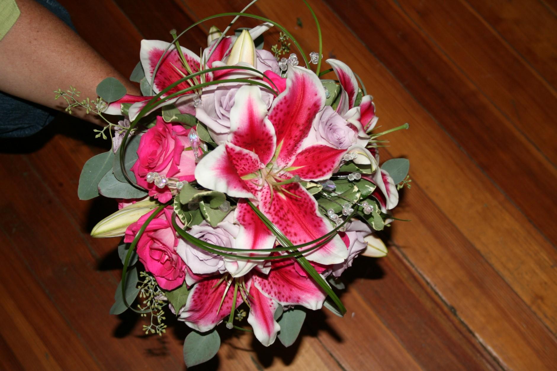 732 BRIDES BOUQUET STARGAIZER,PINK & LAVENDER ROSES