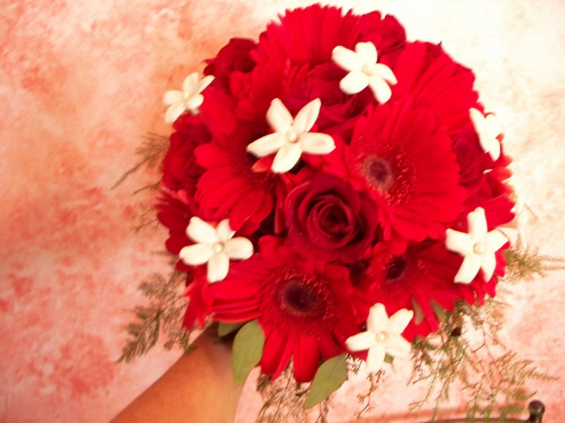 1307 RED ROSE/GERBRAS & WHITE STEPHANOTIS BOUQUET