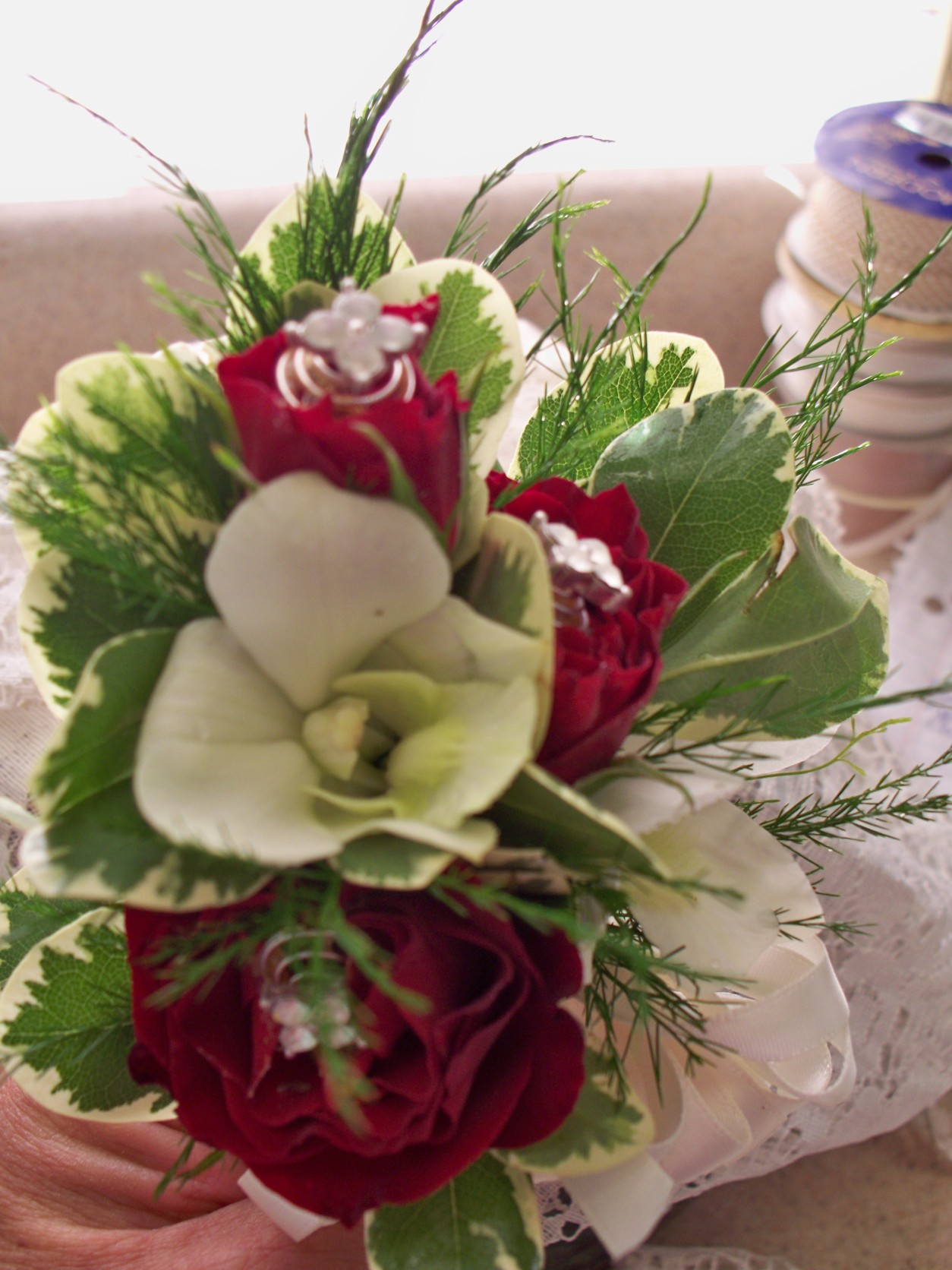 1311 RED ROSE/WHITE DENDROBIAN CORSAGE