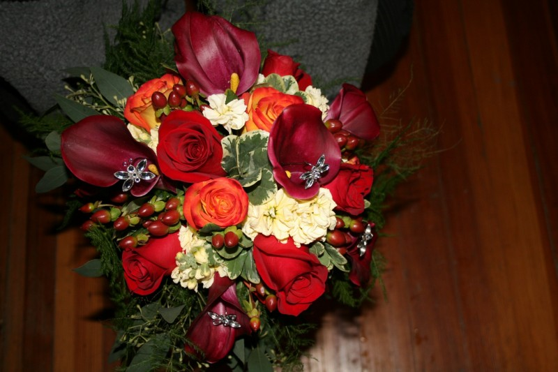 1305 BURGANDY CALA/ RED & CIRCUS ROSE BOUQUET