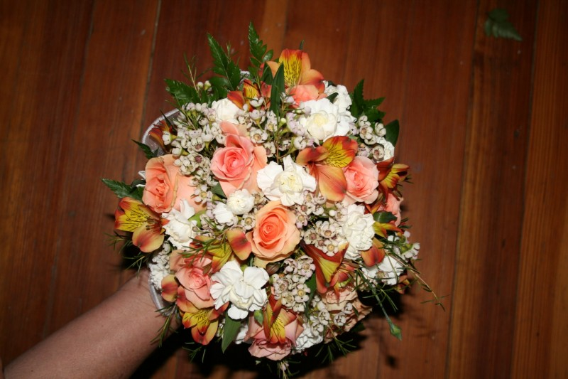 1317 PEACH ROSES & WHITE MINI CARN BOUQUET