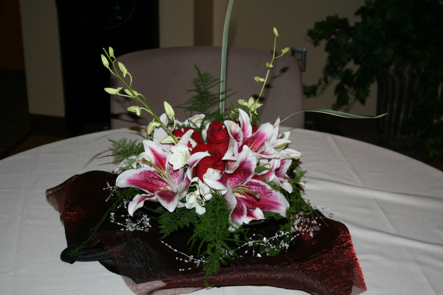STARGAIZER/WHITE DENDROBIAN ORCHID CENTERPIECE