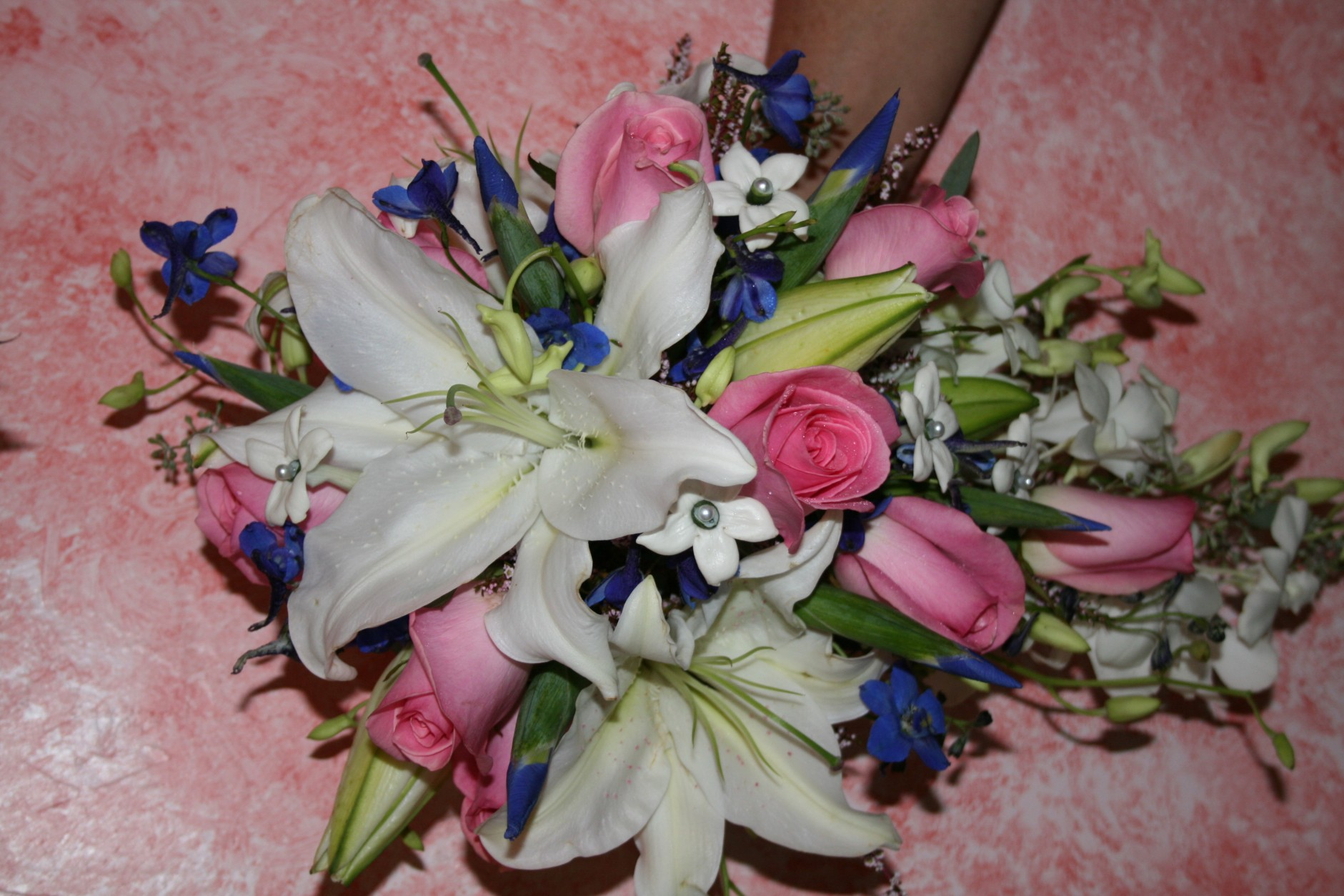 1004 WHITE ORIENTAL LILY/PINK ROSES/STEPHANOTIS BOUQUET