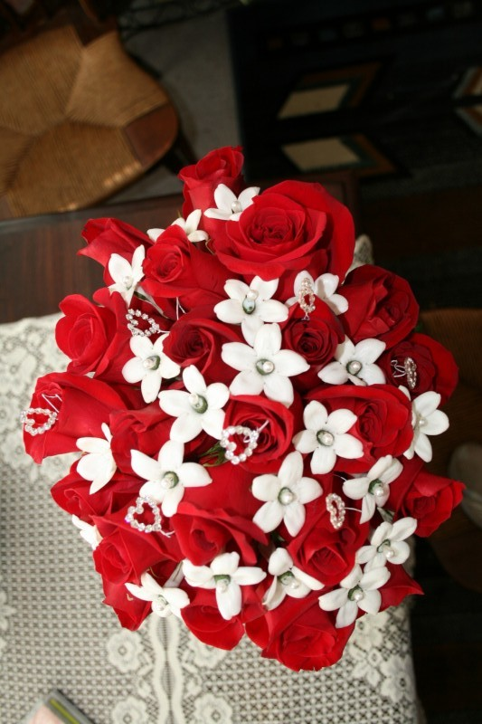 1301 RED ROSE/WHITE STEPHANOTIS BOUQUET