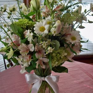1602 WHITE FLOWER ARRANGEMENT