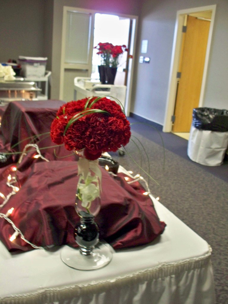DOCTORS DAY CENTER PIECE FLOWER RED CARNATION
