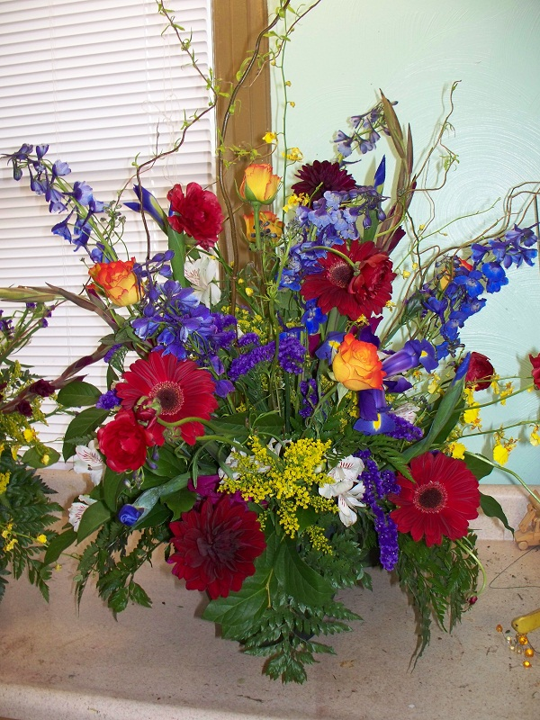 TABLE ARRANGEMENT RED,BLUE,ORANGE