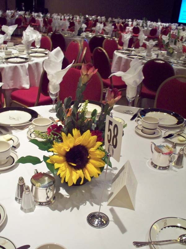 2330 Sunflower centerpiece